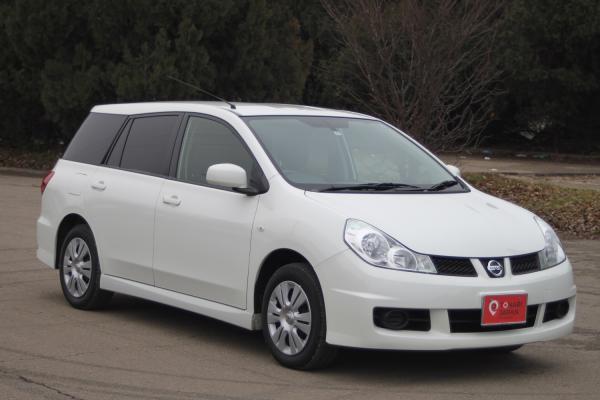 Nissan Wingroad белый