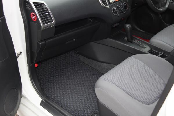 Nissan Wingroad 2016 белый коврик