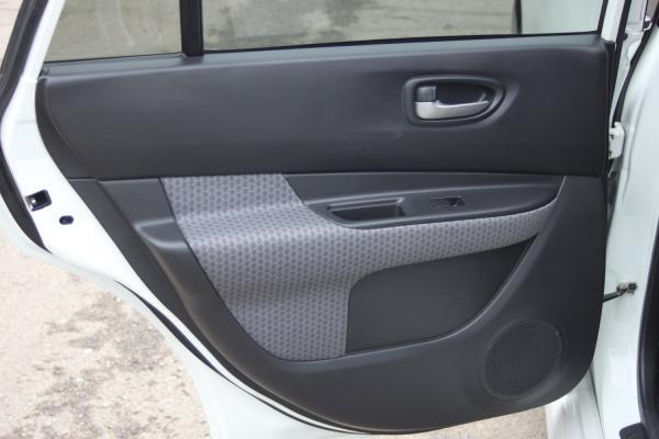 Nissan Wingroad белый дверь
