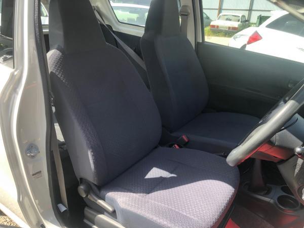 Daihatsu Mira VII Рестайлинг передние сидения