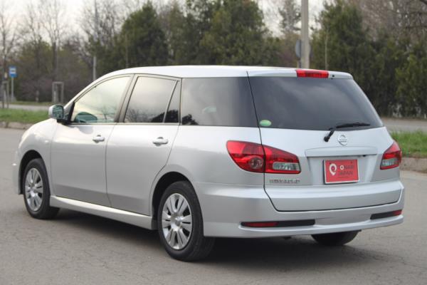 Nissan Wingroad 2017 серый вид сзади