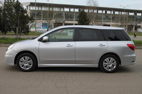 Nissan Wingroad 2017 сбоку
