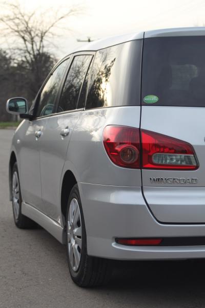 Nissan Wingroad 2017 серый задняя фара