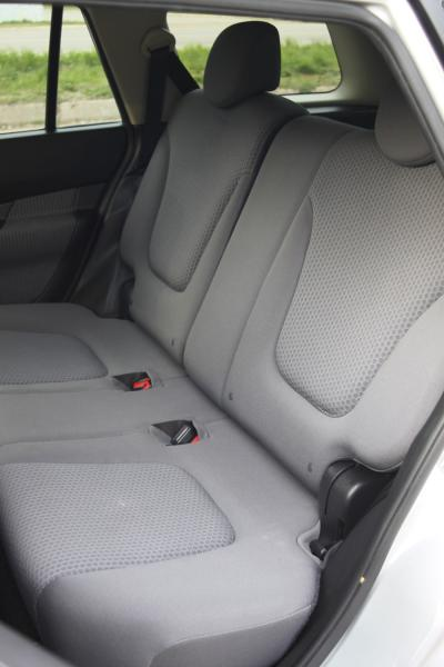 Nissan Wingroad задние сидения