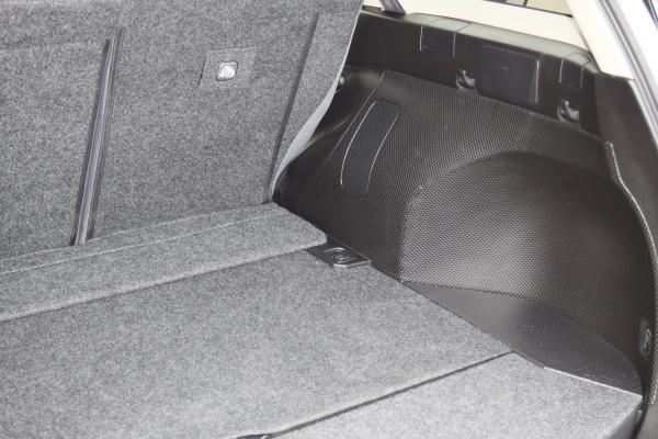 Nissan Wingroad багажник