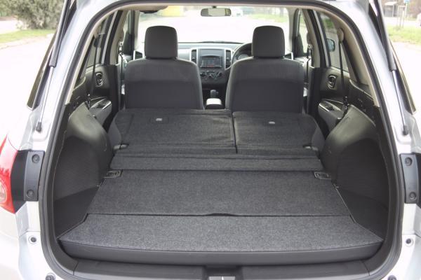 Nissan Wingroad 2017 серый багажник