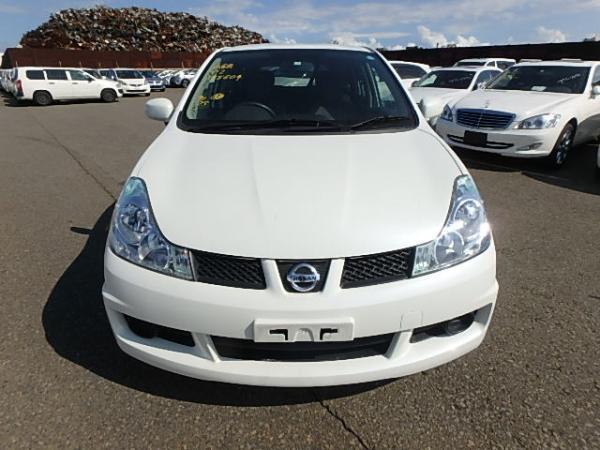 Nissan Wingroad 2017 белый вид спереди