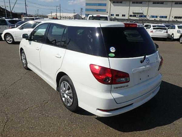 Nissan Wingroad 2017 белый вид сзади