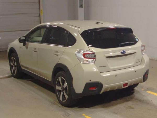 Subaru XV I Рестайлинг белый сзади