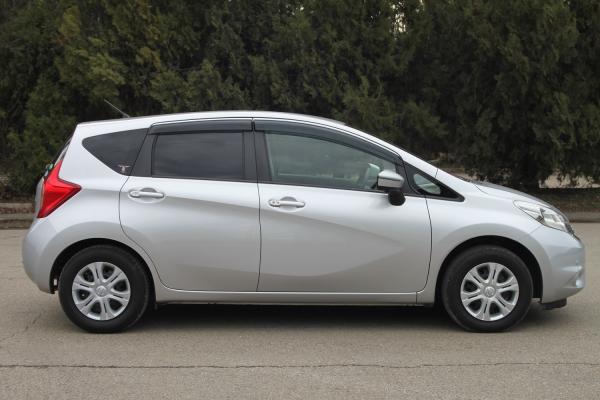Nissan Note 2015 серый сбоку