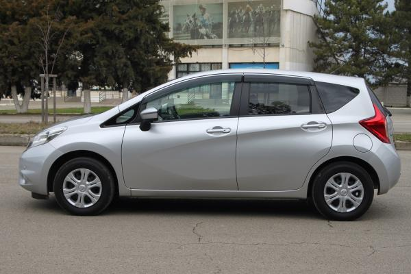 Nissan Note серый сбоку