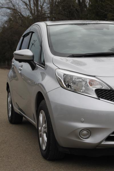 Nissan Note серый передняя фара