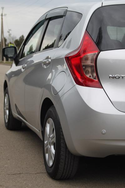 Nissan Note серый задняя фара