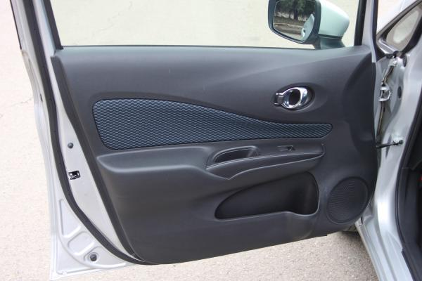 Nissan Note 2015 серый дверь