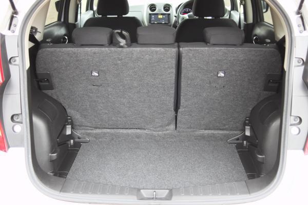 Nissan Note 2015 серый багажник