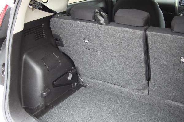 Nissan Note серый багажник