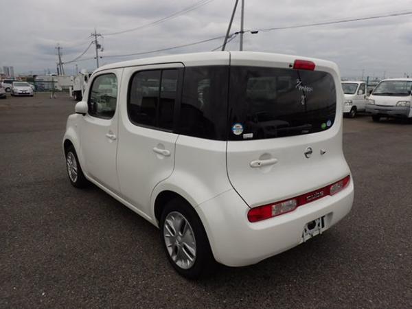Nissan Cube 2017 белый сзади