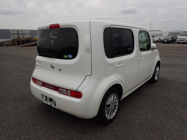 Nissan Cube 2017 белый зад