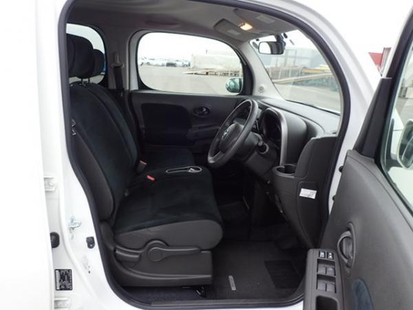 Nissan Cube 2017 передние сидения