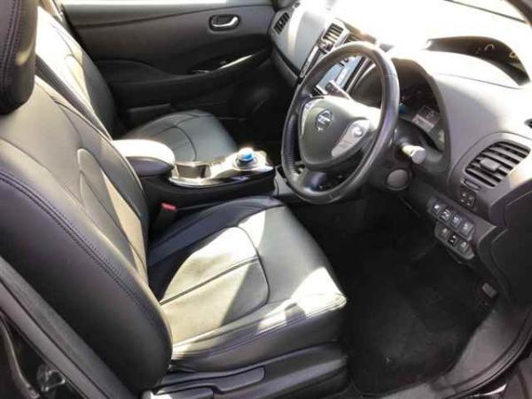 Nissan Leaf 2014 интерьер