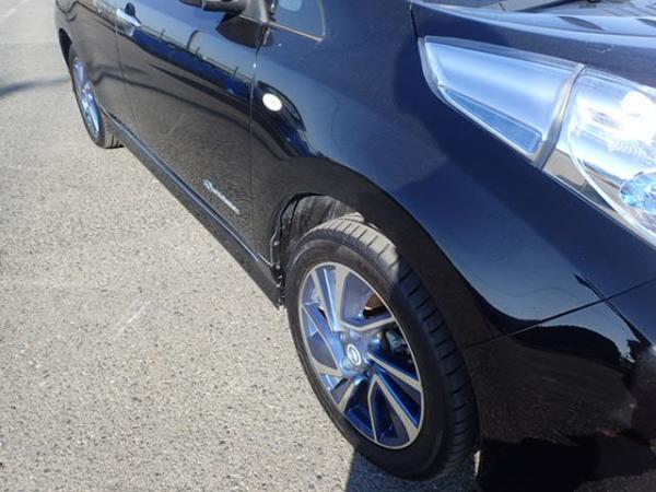 Nissan Leaf чёрный фара