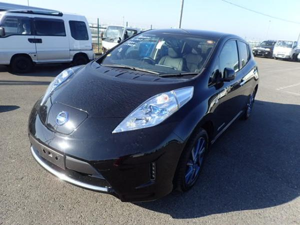 Nissan Leaf 2014 чёрный передний бампер