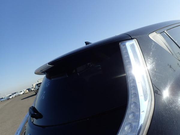 Nissan Leaf чёрный задняя фара
