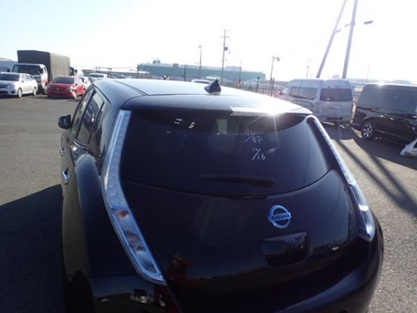 Nissan Leaf 2014 чёрный задняя фара