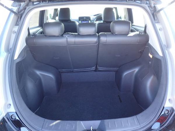 Nissan Leaf 2014 чёрный багажник