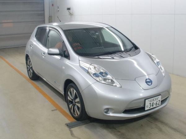 Nissan Leaf серый спереди