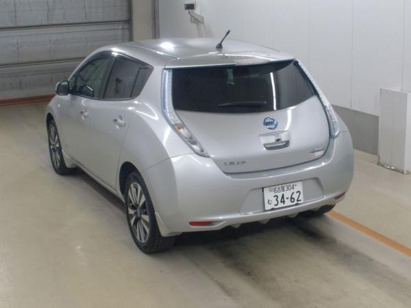 Nissan Leaf серый вид сзади
