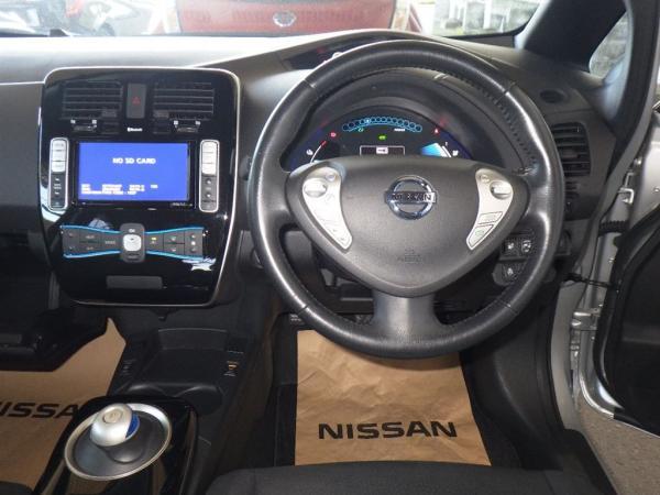 Nissan Leaf 2013 серый интерьер
