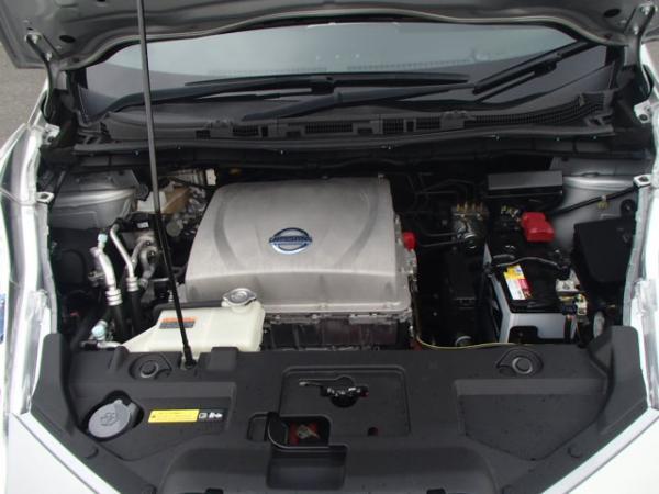 Nissan Leaf 2013 серый двигатель