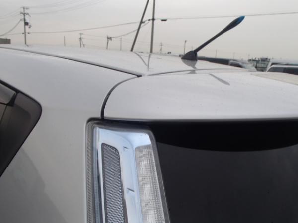 Nissan Leaf серый крыша