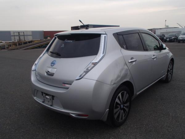 Nissan Leaf 2013 серый зад