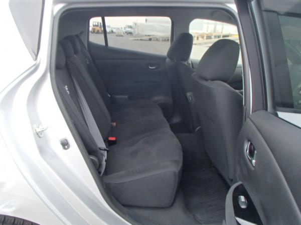 Nissan Leaf 2013 серый задние сидения