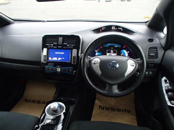 Nissan Leaf 2013 серый салон