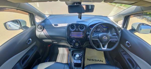 Nissan Note II Рестайлинг салон