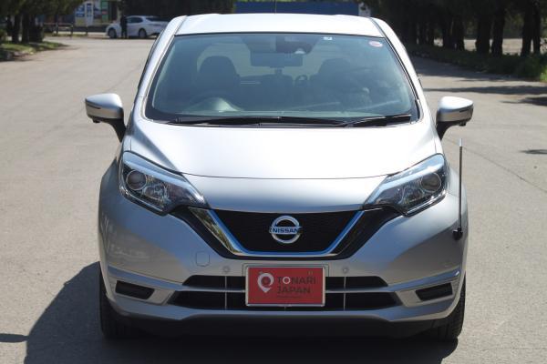 Nissan Note II Рестайлинг серый спереди