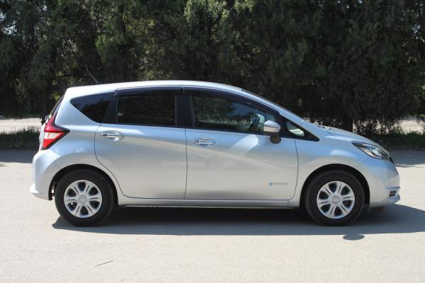 Nissan Note II Рестайлинг серый сбоку