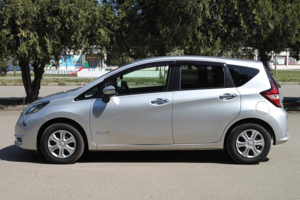 Nissan Note 2017 серый сбоку
