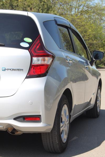 Nissan Note 2017 серый задняя фара