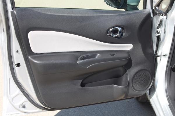 Nissan Note 2017 серый дверь