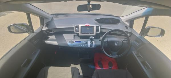 Honda Freed интетерьер