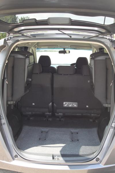 Honda Freed I Рестайлинг серый багажник