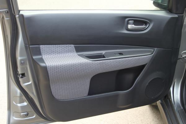 Nissan Wingroad III дверь
