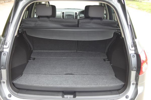 Nissan Wingroad III Рестайлинг серый багажник