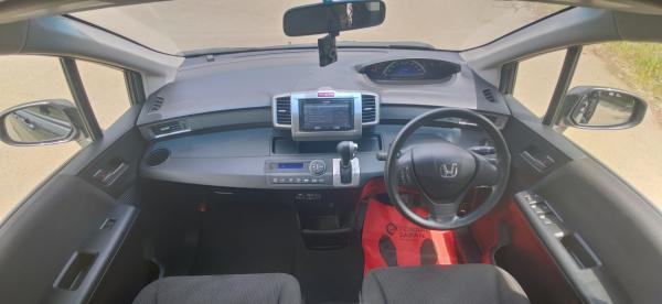 Honda Freed I Рестайлинг интерьер