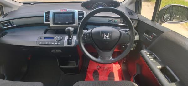 Honda Freed I Рестайлинг салон
