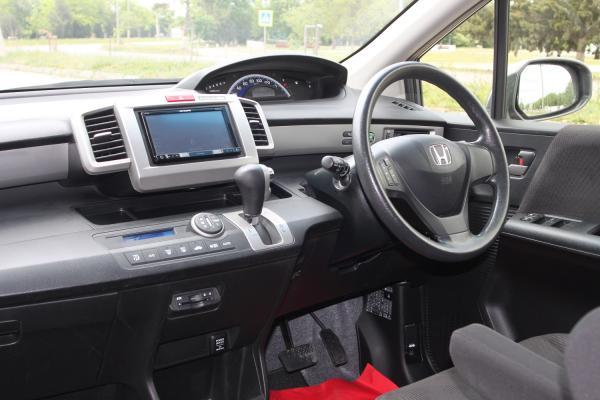 Honda Freed 2015 серый салон